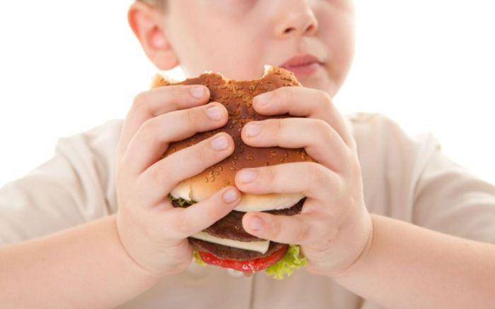 Obesidad preocupa a expertos: 50% en Prekinder Y 45% en Educación Media